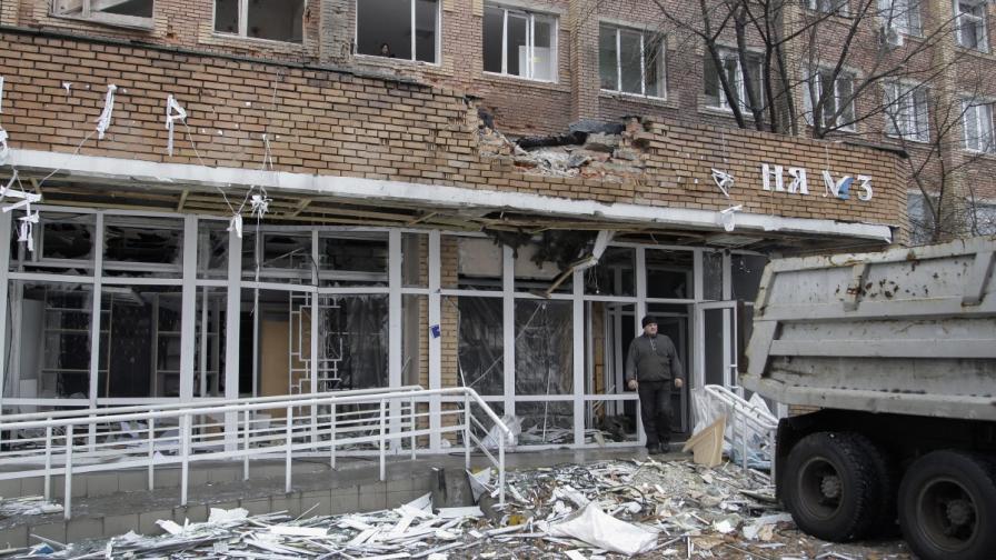 """На 19 януари снаряд уцели входа на болница в квартал """"Калинински"""" на Донецк. Шестима души бяха ранени"""