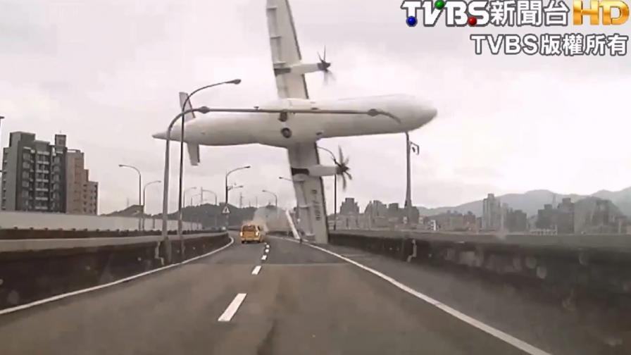 Почитат пилота на самолета, разбил се в Тайпе, като герой