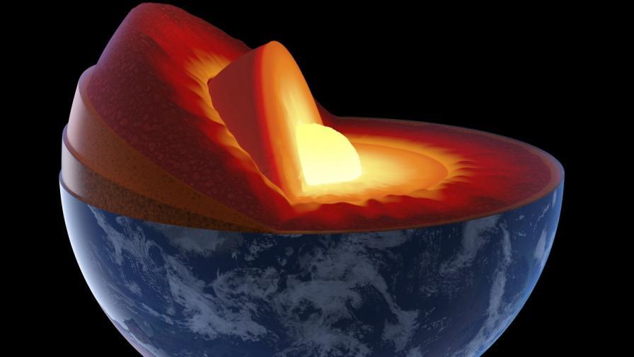 <p>Учени: Ядрото на Земята изтича към мантията</p>