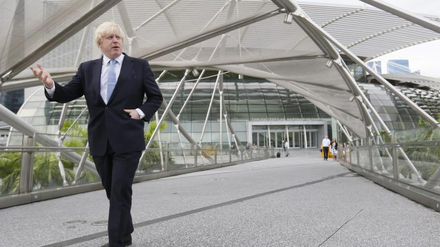 Кметът на Лондон щял да се откаже от американското си гражданство