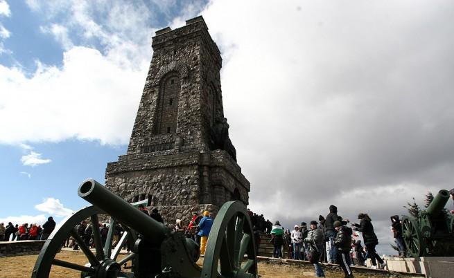 Хиляди изкачиха връх Шипка