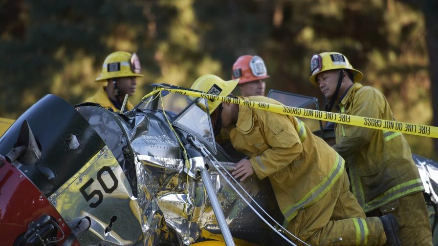 Харисън Форд катастрофира с личния си самолет, но няма животозастрашаващи рани