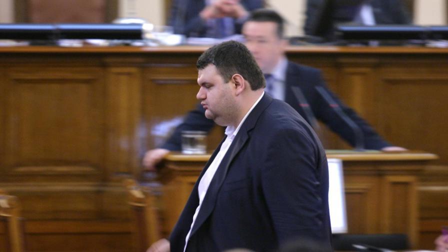 Пеевски отказа да коментира дали се оттегля от политиката