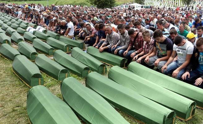 Сърбия арестува осем души за клането в Сребреница