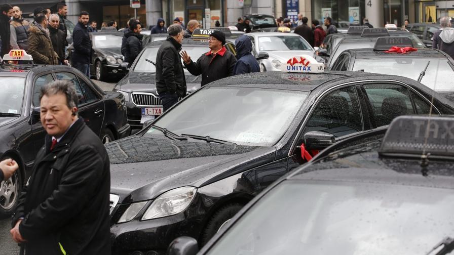 """""""Юбер"""" доведе до саморазправа между шофьори в Брюксел"""