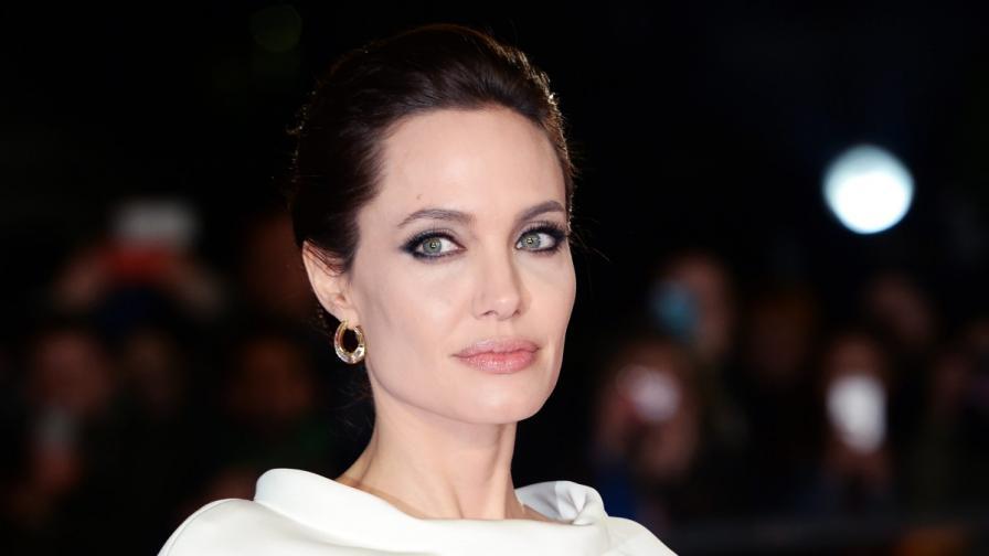Джоли съобщи, че са ѝ отстранили яйчниците