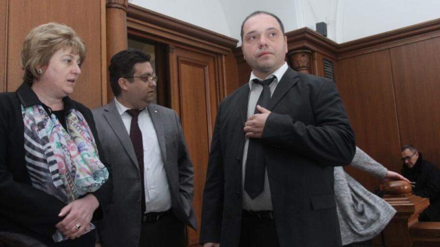 Филип Златанов преди заседанието на съда