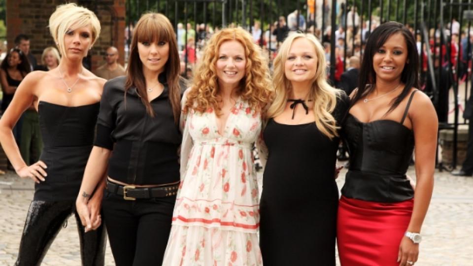 От ляво надясно: Виктория Бекъм (Пош Спайс), Мел Си, Гери Халиуел, Ема Бънтън и Мел Би