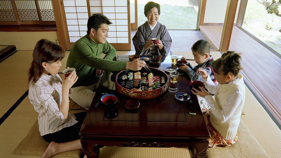 Карат японските чиновници да тръгват от работа по-рано