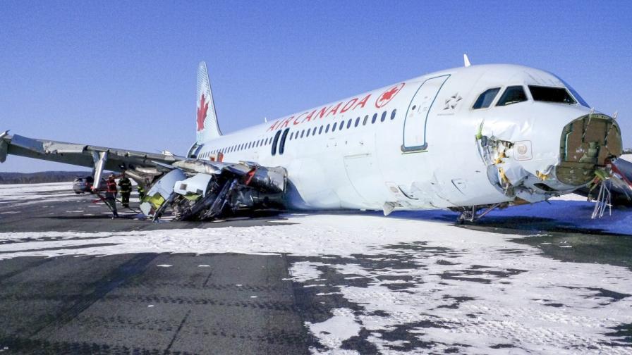 """Канадски самолет кацна """"твърдо"""", влачи се 330 м по корем"""