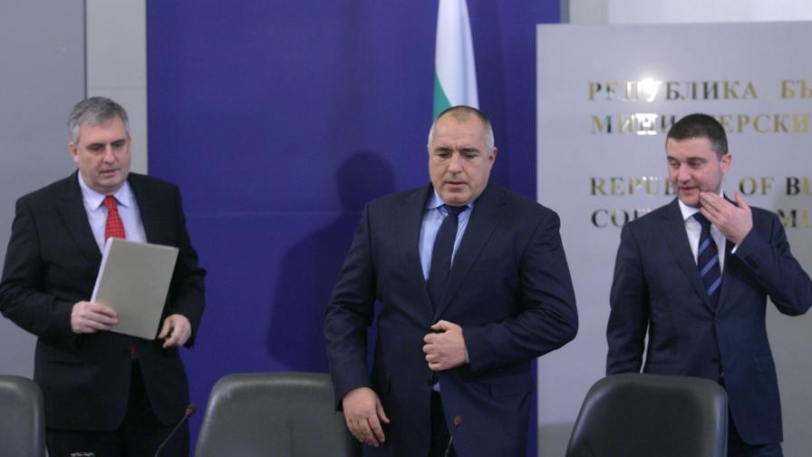 Ивайло Калфин, Бойко Борисов и Владислав Горанов в Министерски съвет