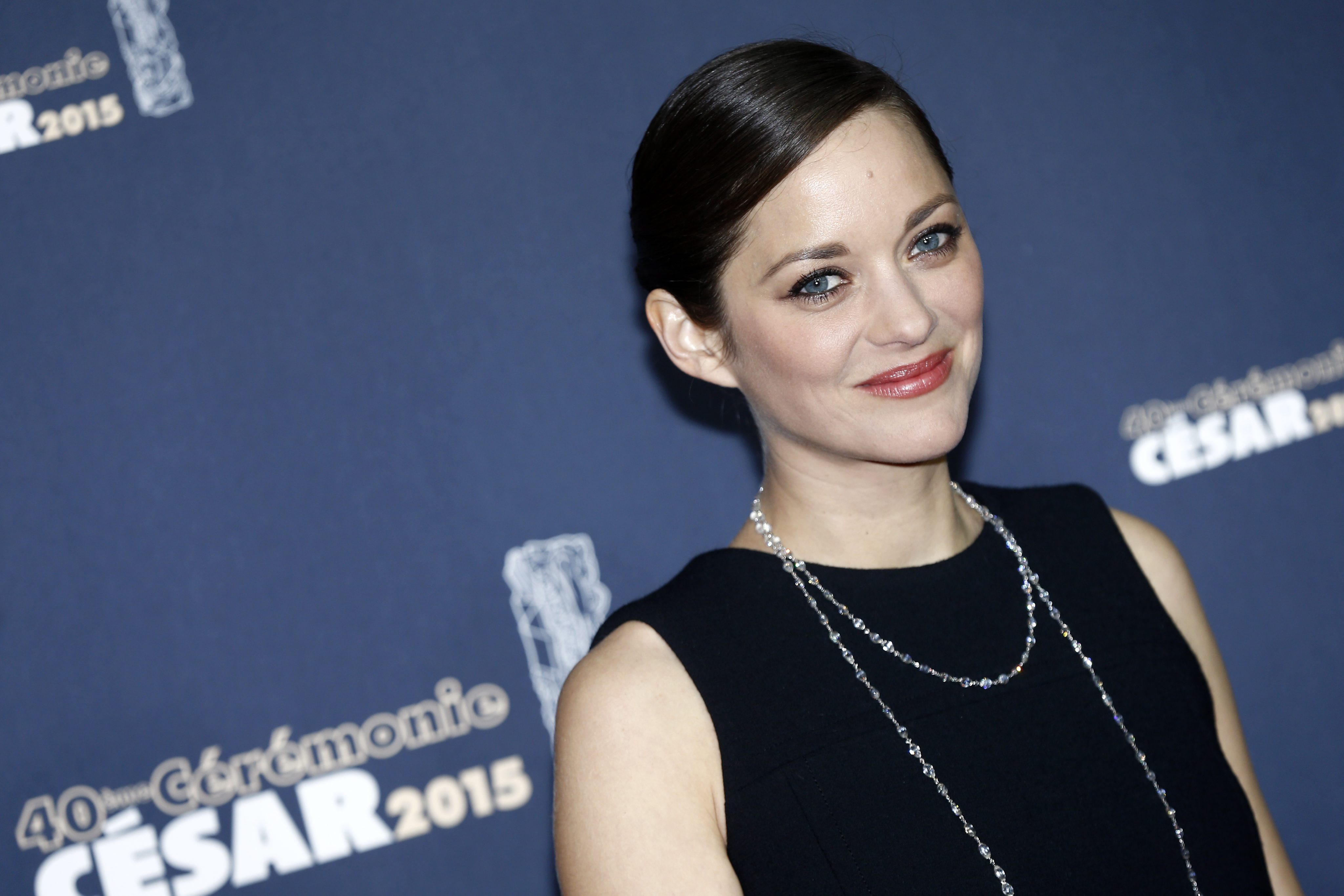 <p>По нетрадиционен начин Марион Котияр опроверга слуховете, че именно тя е причината Брад Пит и Анджелина Джоли да се разделят. В Instagram тя съобщи, че със съпруга си очакват второ дете.</p>