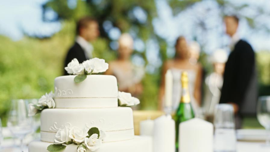 булка сватба торта