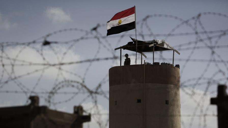 32 души загинаха при нападения на джихадисти с гранатомети на Синайския полуостров