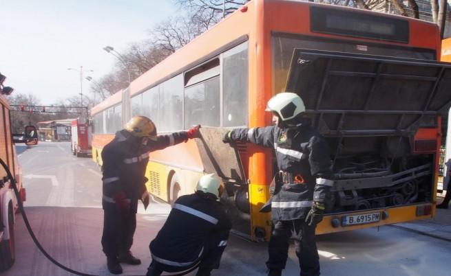 Автобус се запали в центъра на Варна