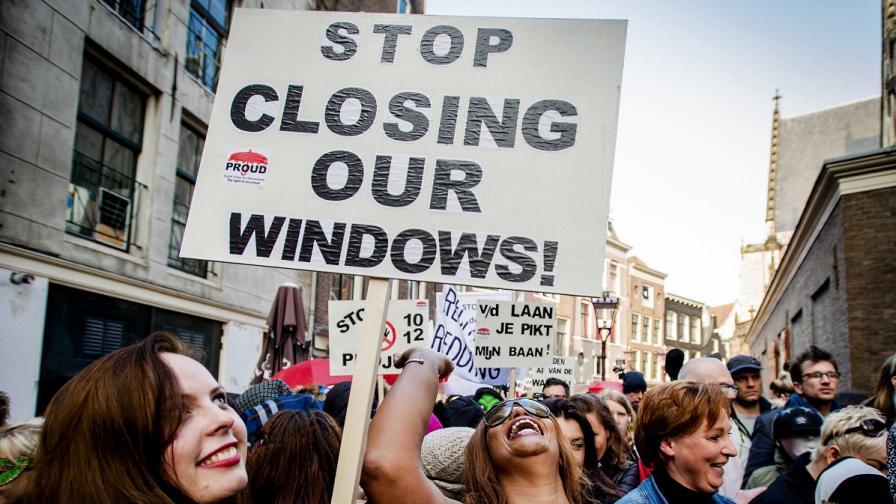 Проститутки в Амстердам на протест за витрини
