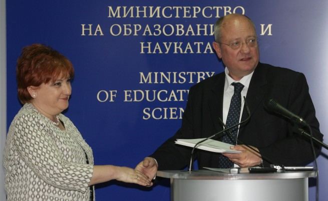 Танев: Фалшивите дипломи излагат онези, които са учили за тях