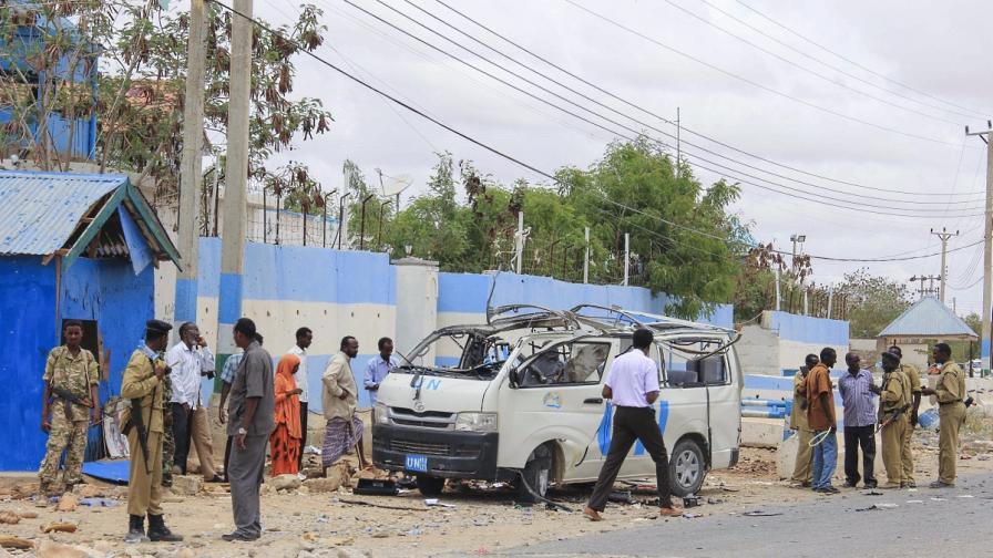 Атентат в ресторант в Могадишу взе най-малко 10 жертви