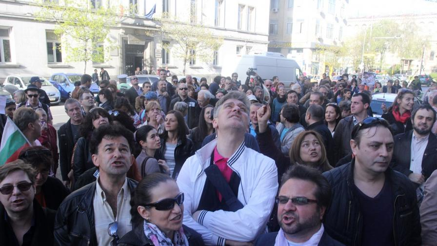 Стотици поискаха оставката на Вежди Рашидов на протест #ПейWithMe