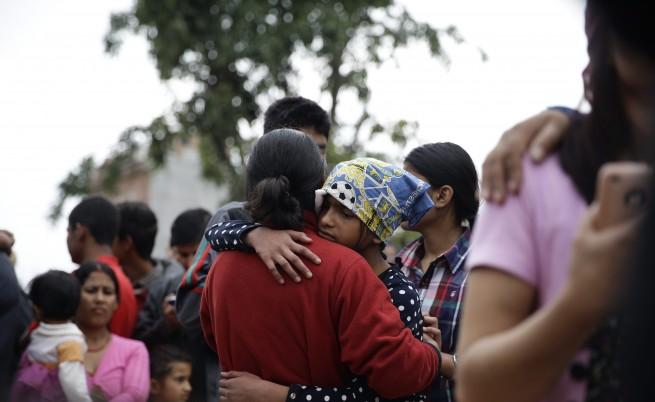 Целият свят се стича на помощ на пострадалите в Непал