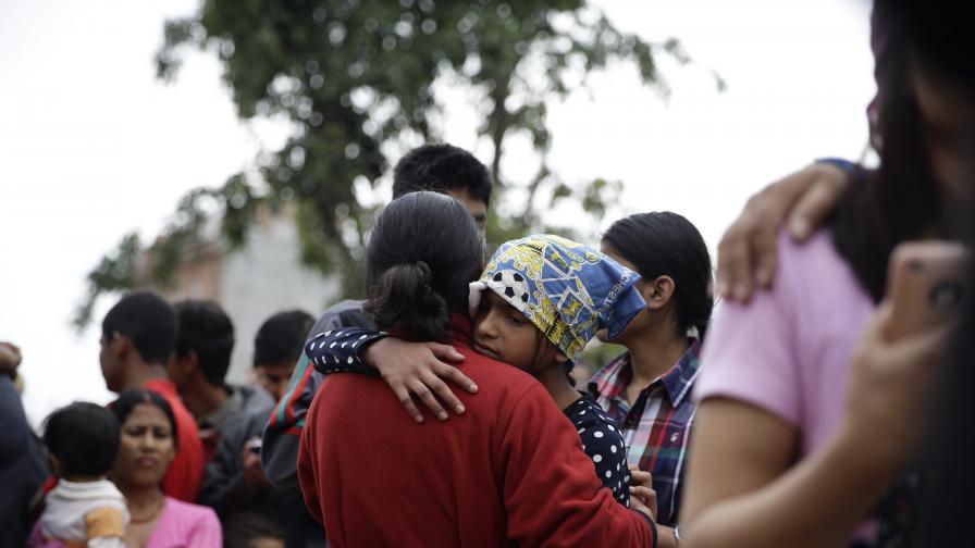 Целият свят се стича на помощ след труса в Непал