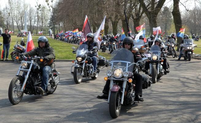 Мотошествието от ветерани, ученици и мотоциклетисти от руската Калининградска област