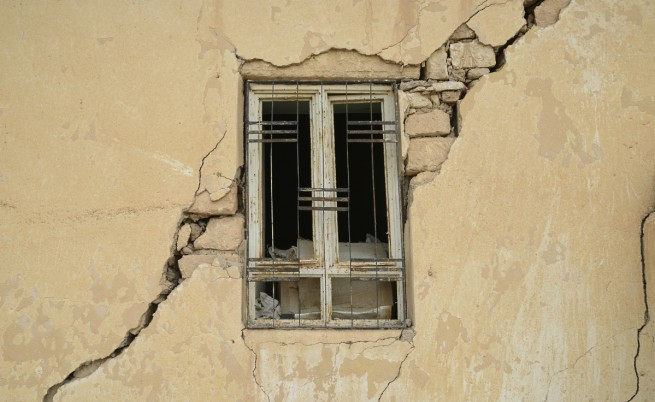 Да се предупреждава за земетресения минути преди тях е възможно, но скъпо