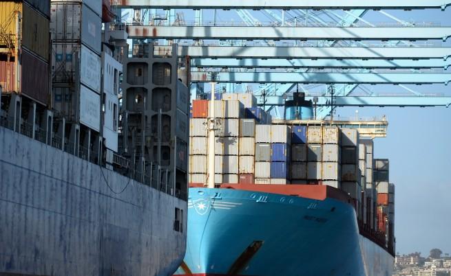 Иран задържа кораб с капитан българин