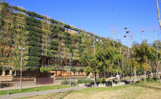 Нови паркове възможни вече само по стените на панелките?