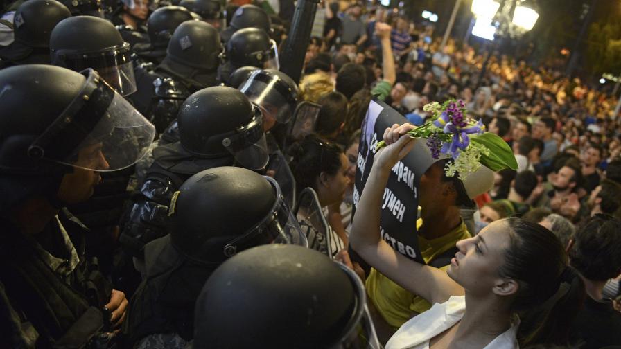 Студенти от Скопие публикуват видеа от полицейски нападения