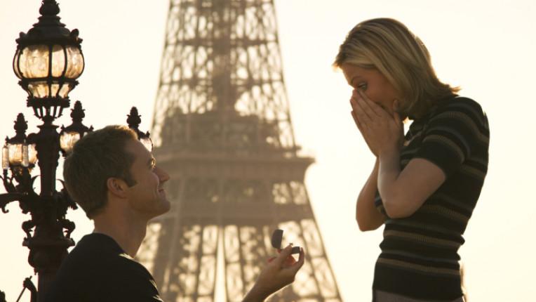 брак предложение влюбени романтика Париж