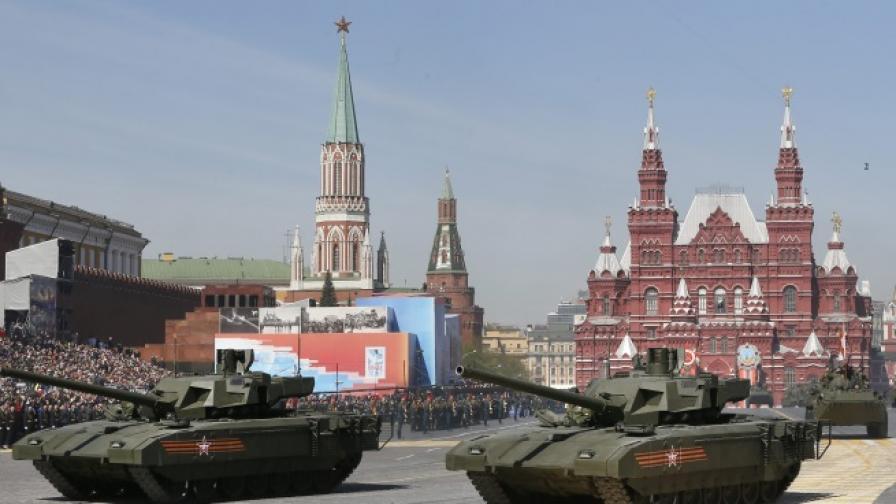 Най-новият танк на Русия спря на репетиция за парада в Москва
