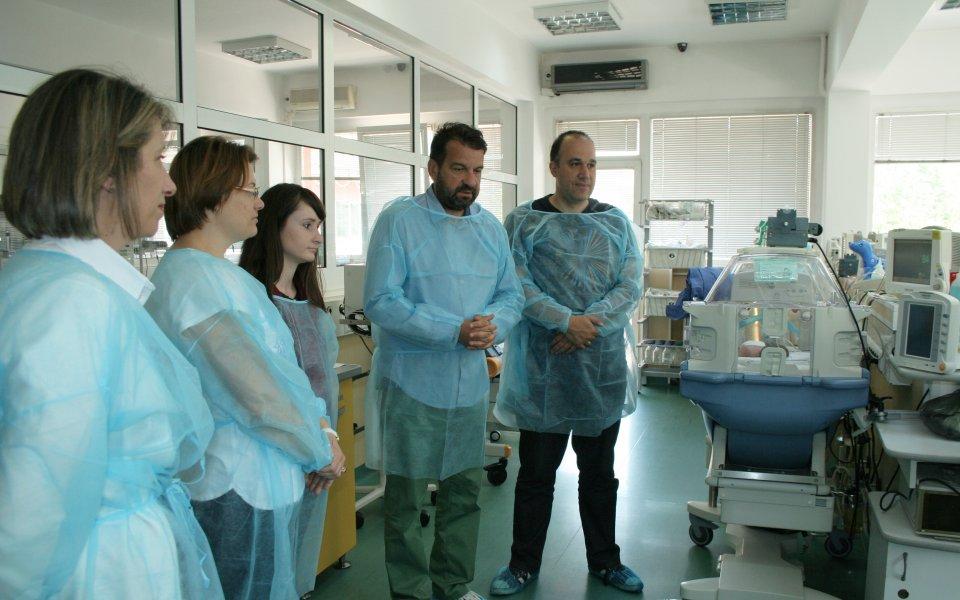Дарик дарява апаратура за недоносени деца на пет болници в страната