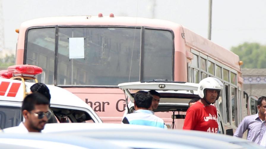 Полиция е обградила автобуса, по който неизвестни откриха стрелба и убиха 43 шиити в Карачи, Пакистан