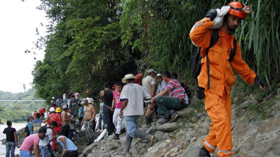 Колумбия: Издирват 15 миньори в наводнена златна мина