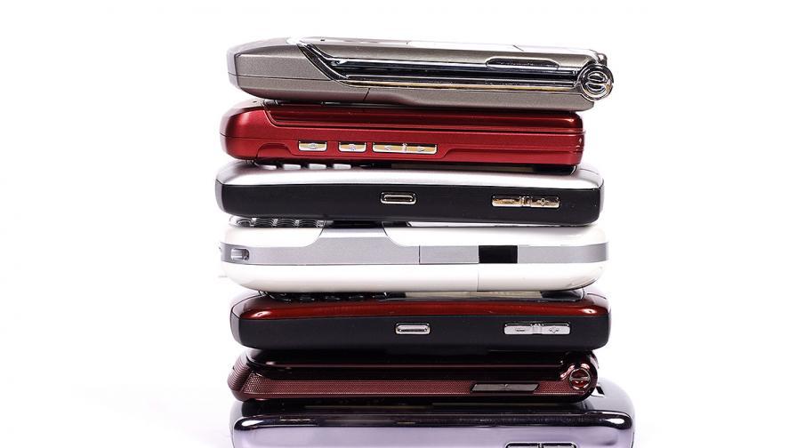 Търговци продават използвани телефони за нови