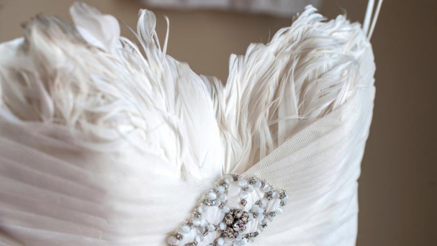 Как булка едва не се удави на сватбата си (видео)