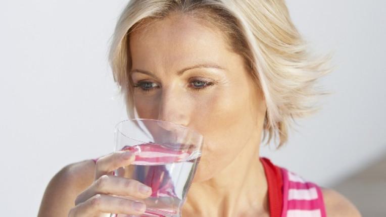 вода хидратация пиене на вода течности чешма