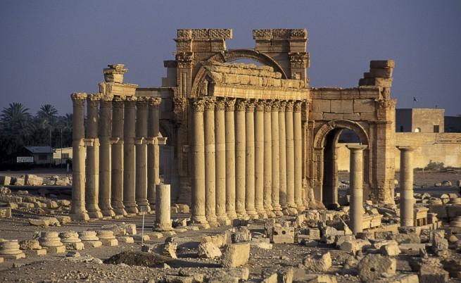 """Палмира вече е в ръцете на """"Ислямска държава"""""""