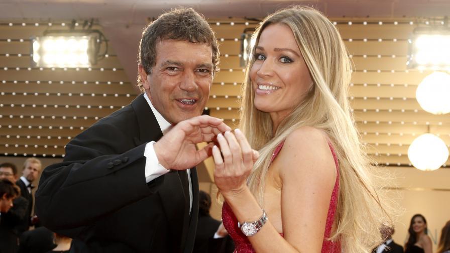 Антонио Бандерас се появи на червения килим в Кан с нова жена