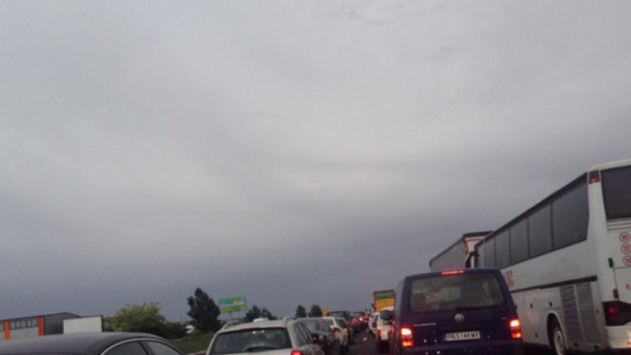 """АПИ оправда задръстването на """"Тракия"""" с неумението на шофьорите"""