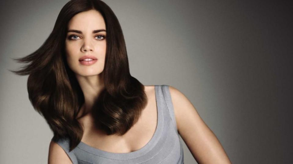 Увредената кестенява коса не може да отрази светлината, а я поглъща