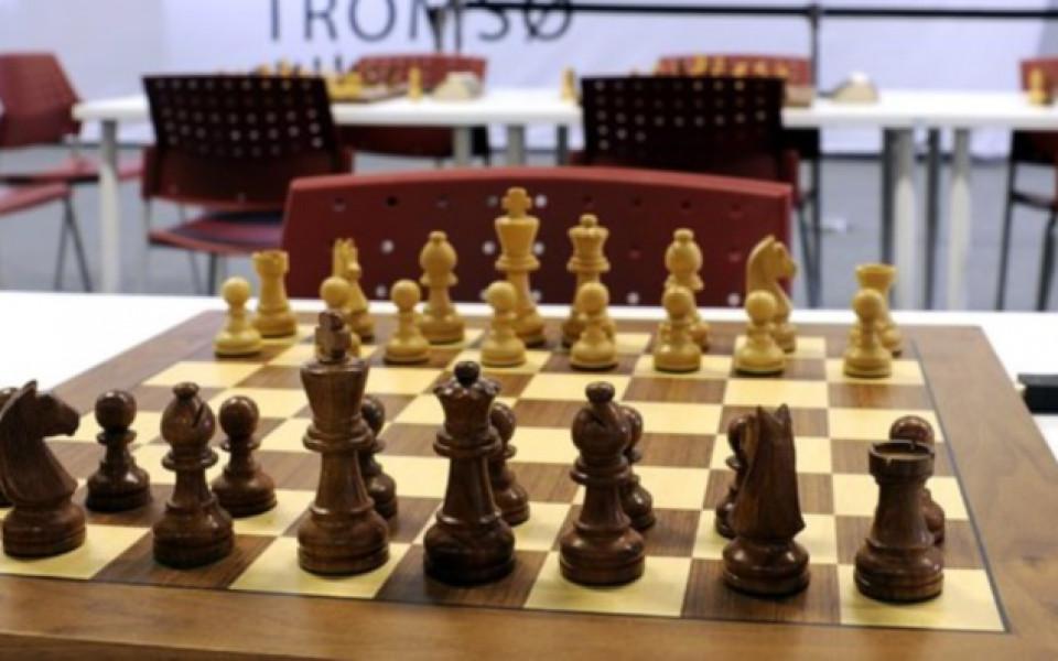 Цзю Вънцзюн поведе на Горячкина в мача за световната титла по шах