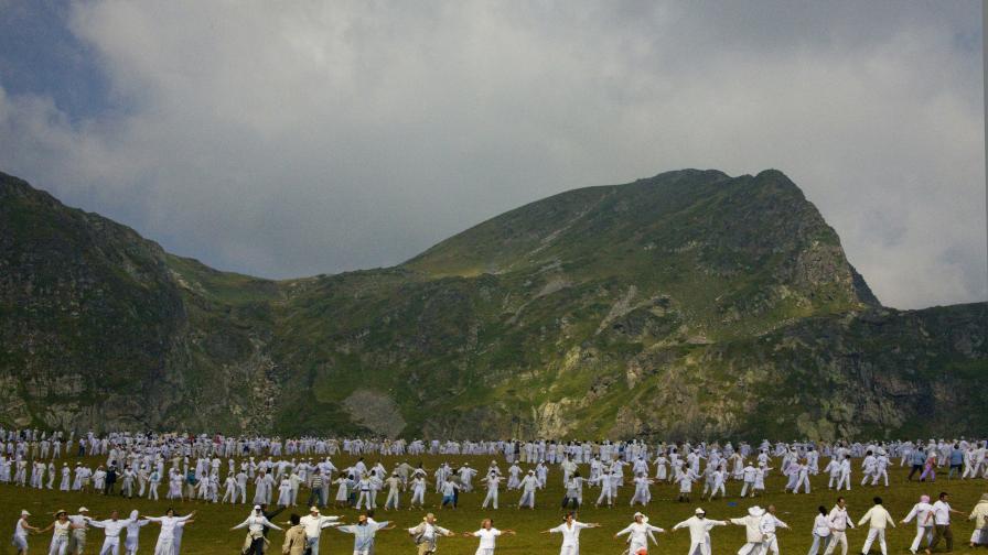 Паневритмия в Рила - хиляди танцуват за мир и хармония