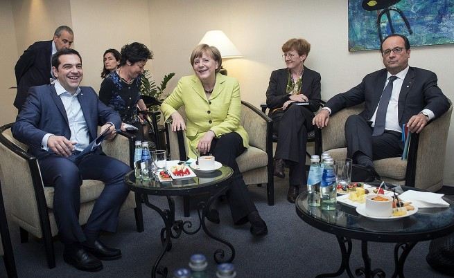 Меркел и Оланд са съгласни да бъде понижена целта за първичния излишък на Гърция