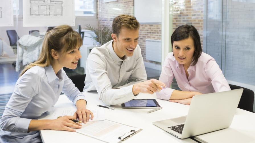 Младежи показват как могат да правят истински бизнес