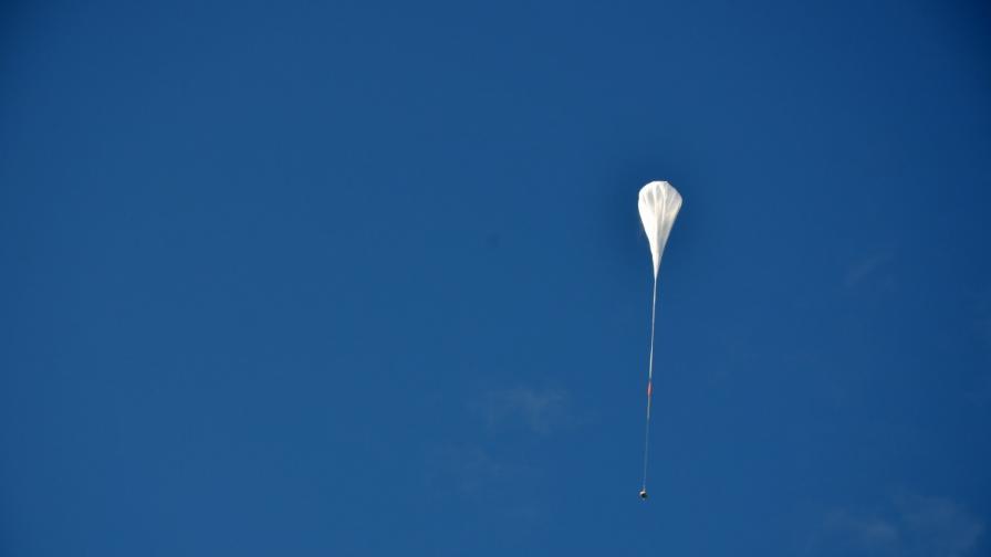 Неуспешно приключи тестът на гигантския парашут на НАСА