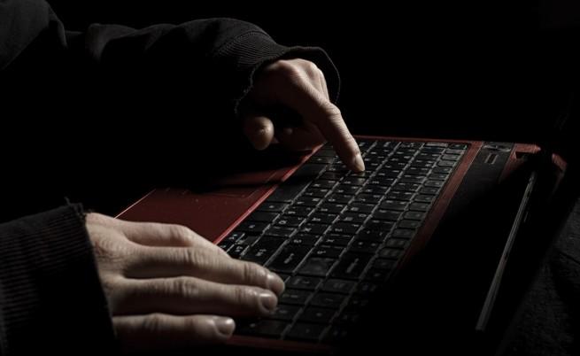 Днешният агент тип 007 е с клавиатура, а не с пистолет