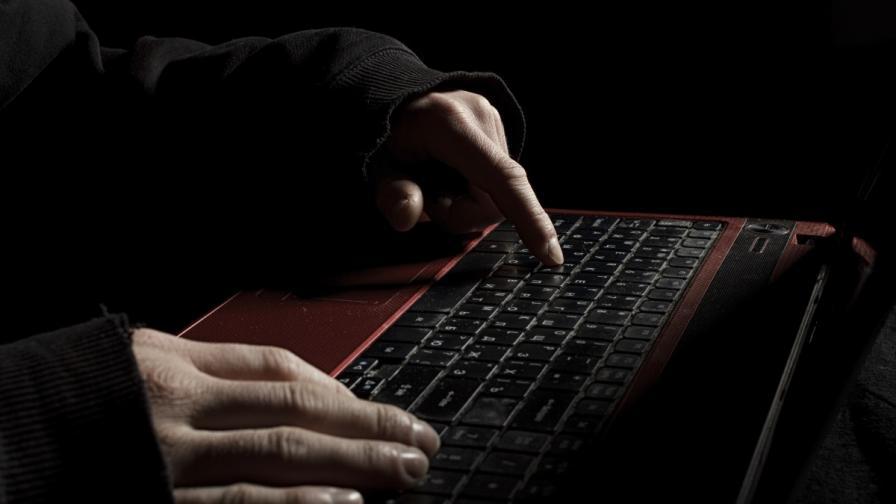 МВР: Хакери заплашват с позорящи видеа