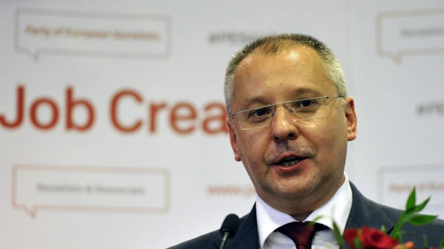 Станишев: Извинявайте за Пеевски